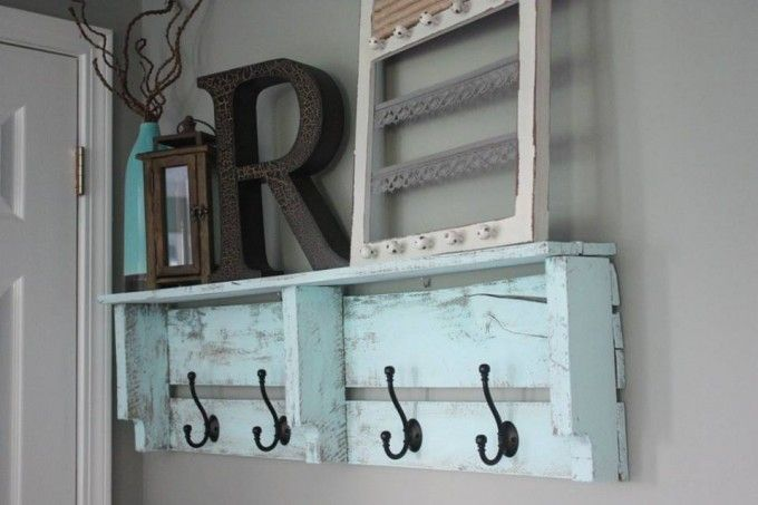 Easy DIY Pallet Coat Rack