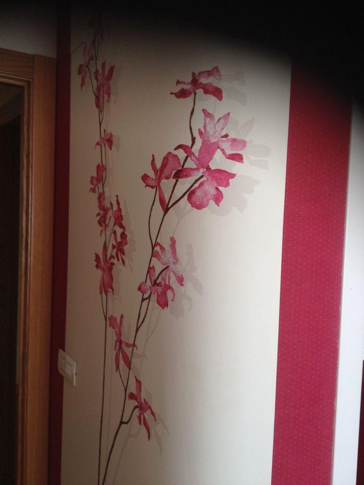 Blanco y fresa para un mural de papel pintado en el dormitorio principal http serranos studio - Papel pintado dormitorio principal ...