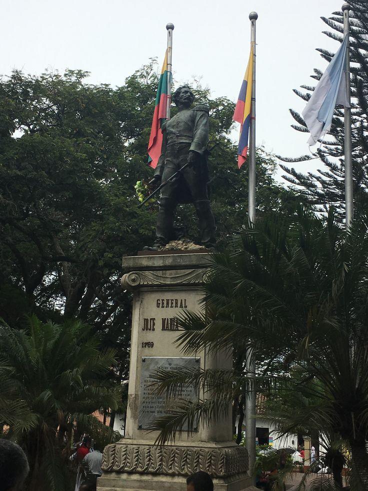 Estatua del General José María Cabal, en el parque del mismo nombre.