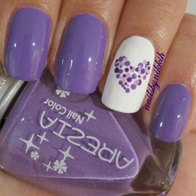 Purple nails with dotted heart