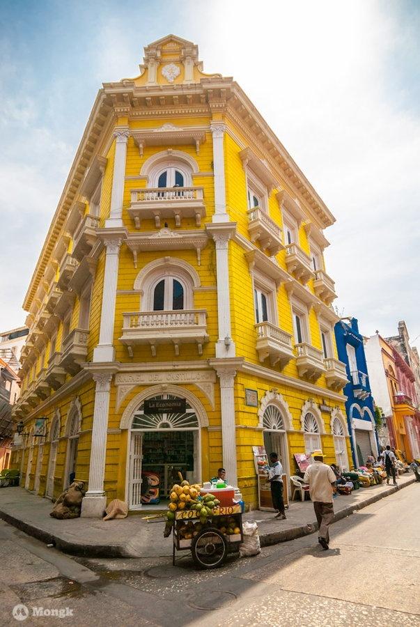 Esquina de Cartagena by Mongk , via 500px #architecture #arquitectura #balcones #balconies #calle #cartagena #ciudadamurallada #ciudadantigua #colombia #colonial #granangular #perspectiva #perspective #street #wideangle #street #photography #fotografia #esquina #corner