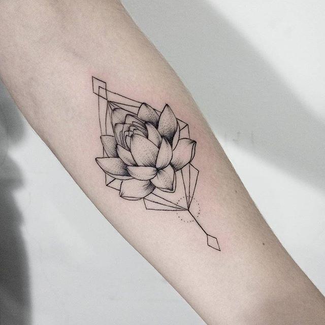 #sum_ttt #dotwork #linework #lotostattoo #lotos #flowerstattoo #flowertattoo #tattoo #inkstinct_tattoo_app #geometrytattoo #blackworktattoo #equilattera