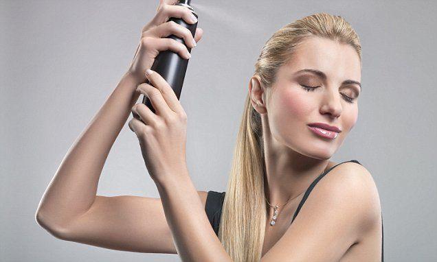 dry shampoo' can give you bald patches! Száraz sampontól hiába lesz tőle szép a hajatok egy nap erejéig, hosszú távon csúnya foltokat hagyhat a fejünkön. A Daily Mail hajgyógyásza szerint viszketés, hámlás mellett pattanásokat, fekélyeket és még akár kopasz foltokat is okozhat a könnyen jött segítség. A brit napilapban több nő is beszámolt tapasztalatairól: egyikőjük vérző sebeket fedezett fel pár hónap elteltével a fejbőrén, míg egy másik nő kopasz foltokról mesélt.