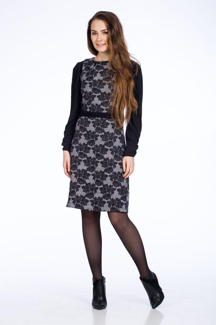 Rochia gri, cu model floral negru și o lungime până la genunchi este alegerea de care ai nevoie.