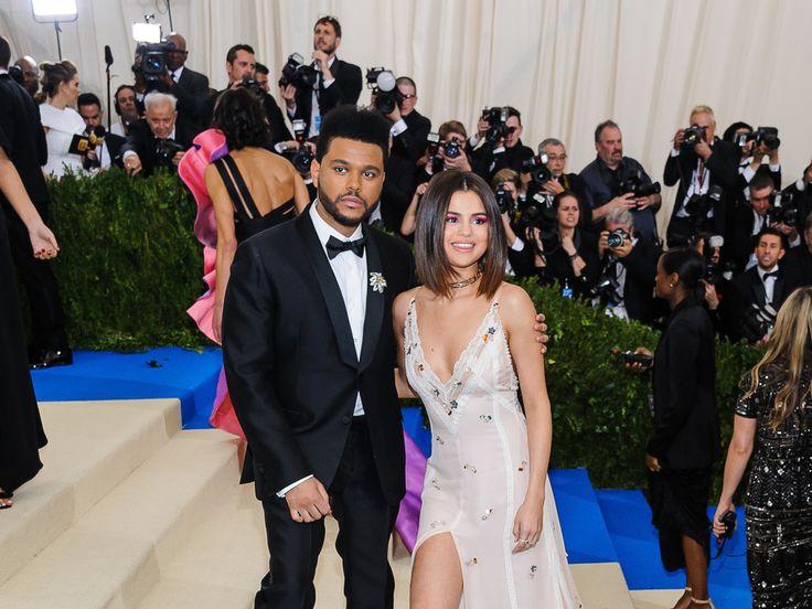 """Liebes-Aus bei Selena Gomez und The Weeknd! Die beiden sollen sich nach zehn Monaten Beziehung getrennt haben. Hat Justin Bieber damit etwas zu tun? Alles aus bei Selena Gomez (25, """"Wolves"""") und The Weeknd (27)! Nach zehn Monaten Beziehung soll sich das Musiker-Traumpaar getrennt..."""