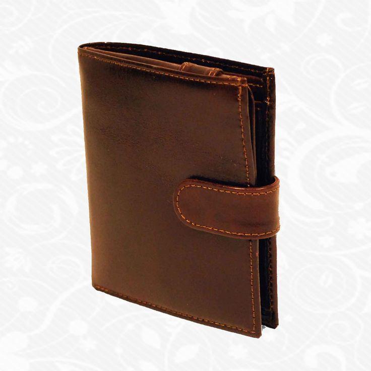 Praktická kožená peňaženka vyrobená z prírodnej kože. Kvalitné spracovanie a talianska koža. Ideálna veľkosť do vrecka a značková kvalita pre náročných. Overená kvalita pravej kože. Peňaženka sa vyznačuje vysokou kvalitou použitých materiálov a ich precíznym spracovaním.  http://www.vegalm.sk/produkt/kozena-penazenka-c-8334/