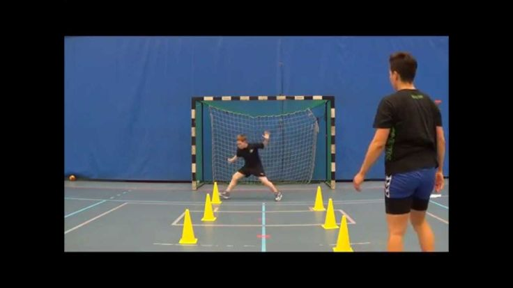 Training of youth handball goalkeepers - low save reaction