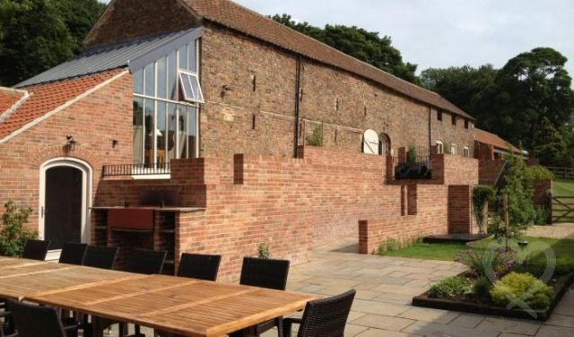 Marris Barn, Thorganby Hall - 3 cottages sleep 4 - 16 - Thorganby Lincolnshire - self catering in East Midlands. The Hen House - fabulous hen party accommodation. http://www.henpartyvenues.co.uk/cottage/lin3664/Thorganby/Marris-Barn-Thorganby-Hall/