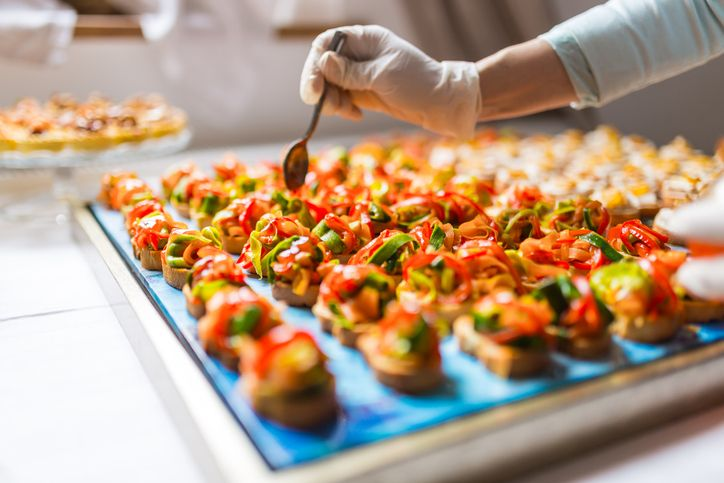 Keeping Food Safe When Catering: 3 Challenges Pros With Food Handling Certification Know to Watch For