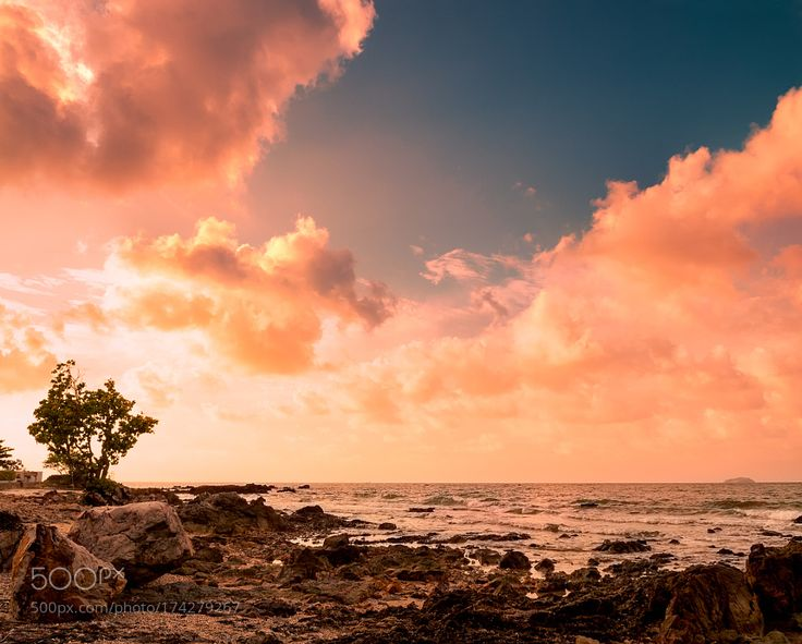 Popular on 500px : Stunning Sunrise Over The Sea at Rayong Beach by salawin