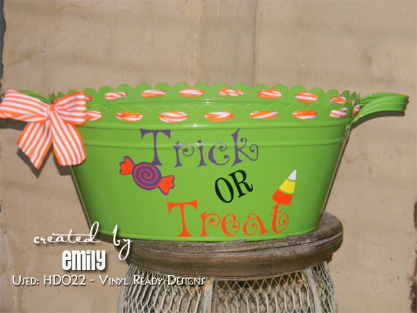 HALLOWEEN TRICK OR TREAT BUCKET - DIY Project made using our downloadable digital designs.  Vinyl Ready Designs http://vinylreadydesigns.com/category2.php?search=HD022=Search