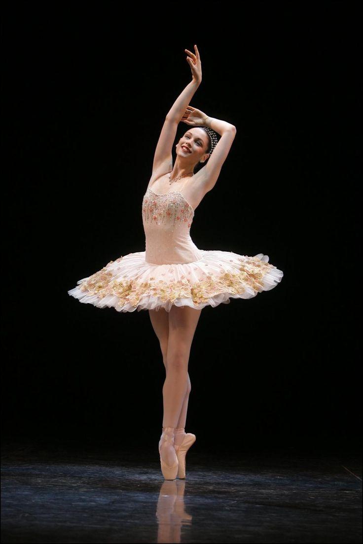 Manon - The Royal Ballet - Watch video here: http://dailydancevideos.com/2012/04/28/manon-royal-ballet/