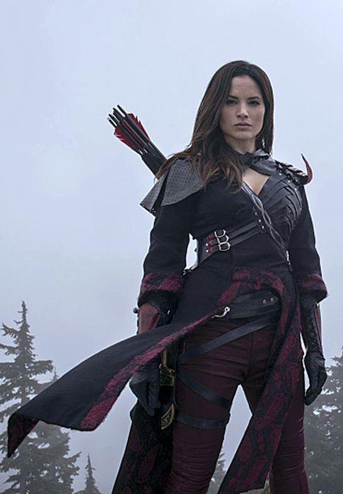z- Katrina Law (Nyssa al Ghul) w Arrows & Sword- 'Arrow'