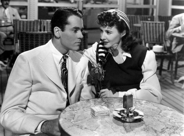 """THE LADY EVE (Lady Eva), 1941  Questo film, diretto da Preston Sturgess, è tuttora considerato una delle più divertenti commedie sofisticate mai girate. Su un ocean liner proveniente dalloriente e diretto verso gli Stati Uniti si assiste al raggiro che una coppia di bari, padre e figlia (formata dallineffabile Charles Coburn e dellimprevedibile Barbara Stanwyck), macchina a spese del maldestro, """"morto di sonno"""", Henry Fonda,"""
