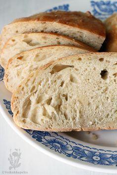 Taas meillä syödään :) Mutta ei sentään makiaa mahan täydeltä, vaan tällä kertaa tehdään leipää!Nyt kun menet kipin kapin keittiöön pyöräyt...