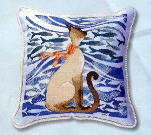 Подушка с сиамской кошкой