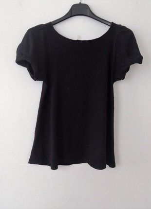 A vendre sur #vintedfrance ! http://www.vinted.fr/mode-femmes/hauts-and-t-shirts-t-shirts/19454500-haut-noir-manches-ballon