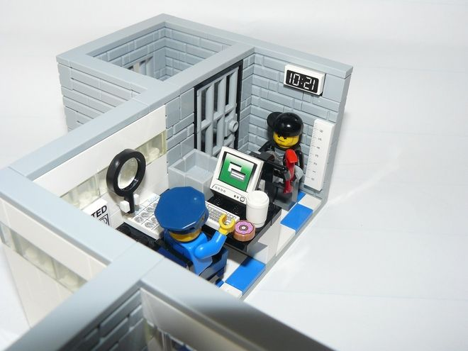 LEGO Ideas - Police Station Booking & Line-Up Room