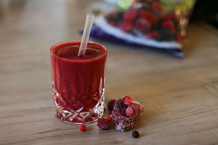 Heute gibt es ein wunderbares Rezept für einen roten Power Smoothie für ein gesundes, starkes Herz auf meinem Blog. Super lecker und einfach gigantisch rot!