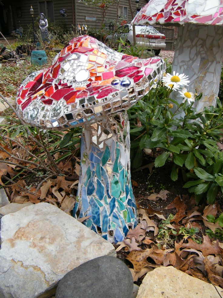 131 best images about mosaic mushrooms on pinterest for Garden mosaic designs