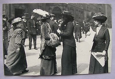 postcard Suffragettes outside Bow St Court, London 1913