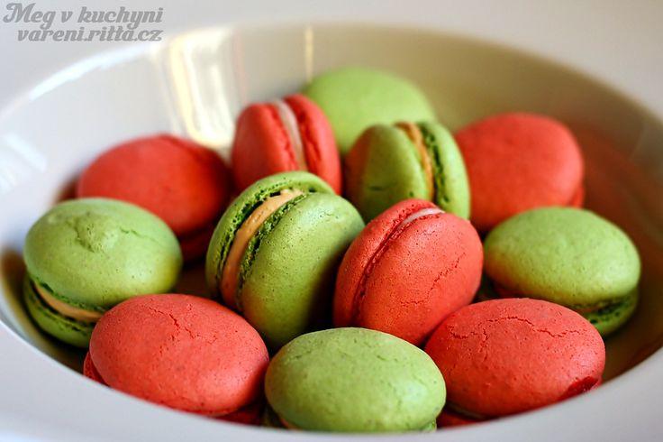 Pistáciové a jahodové macarons | Meg v kuchyni