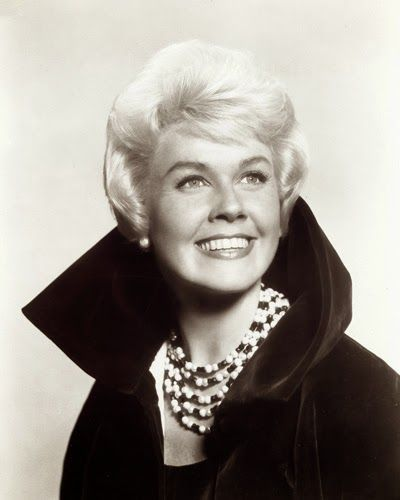 Doris Day Walking Dog Pictures: Vintage Glamour Girls: Doris Day