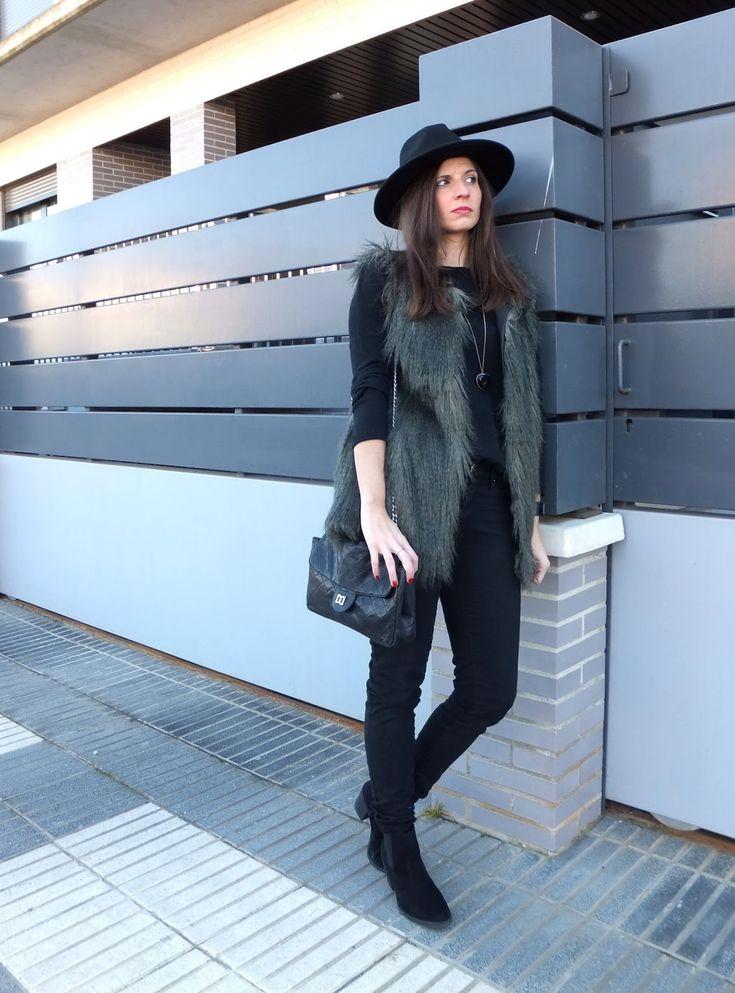 In Front Row Style: look con botas chelsea y sombrero fedora #kissmylook