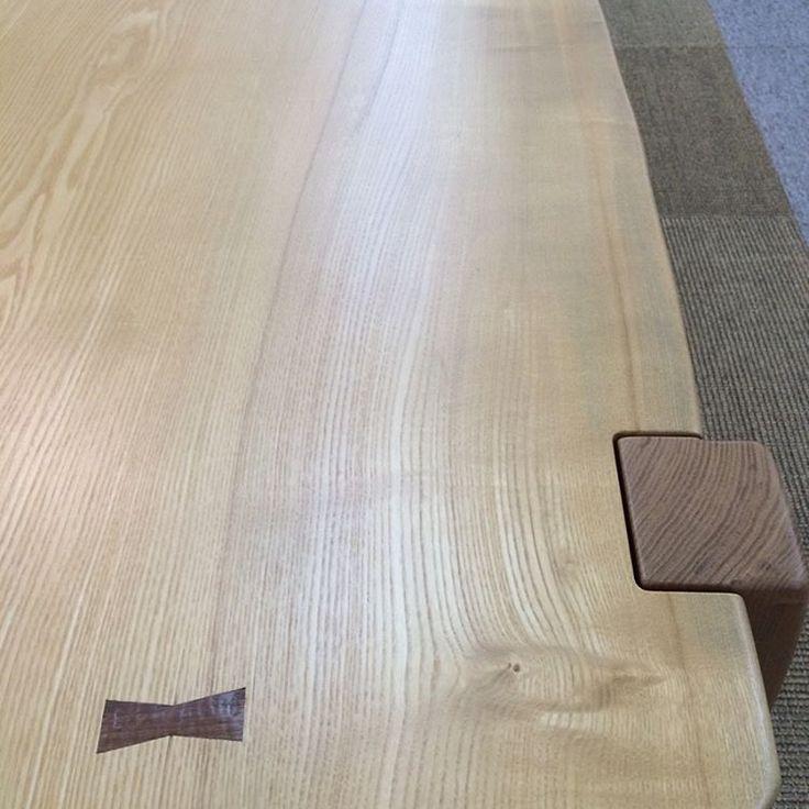 タモの一枚板。 リビングテーブルの天板となりお客様宅へ。  #木工房ひのかわ#三代目#無垢材#タモ材#家具#家具工房#オーダー家具#furniture#woodworking #手仕事#woodwork#japan#一枚板#リビングテーブル#cabinet#収納棚#九州#木工#八代#熊本#螺鈿#chest#職人#design#制作#創作家具#ウォールナット#千切り#shell#livingTable