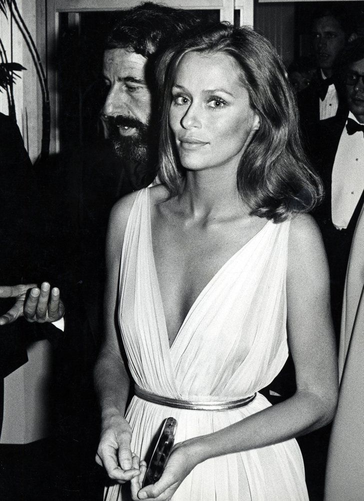 Pin for Later: 85 Unforgettable Looks From the Oscars Red Carpet Lauren Hutton at the 1975 Academy Awards Lauren Hutton, 1975