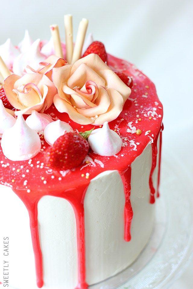 Layer Cake Fraises et glaçage coulant rouge