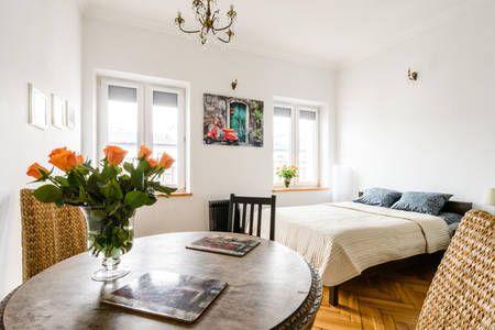 Sprawdź tę niesamowitą ofertę na Airbnb: Spacious flat in city center - Apartamenty do wynajęcia w: Warszawa