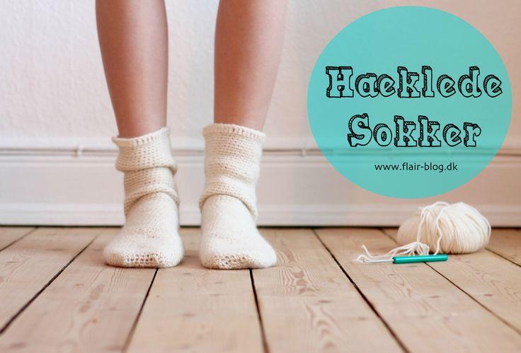Hæklede sokker - lyder det ikke lækkert? Det er muligvis en af de vigtigste ingredienser i rigtig hygge. Her er en simpel opskrift på lækre hæklede sokker.