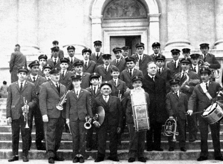 Fotografia della banda parrocchiale intorno al 1966 - http://www.gussagonews.it/fotografia-banda-parrocchiale-gussago-1966/