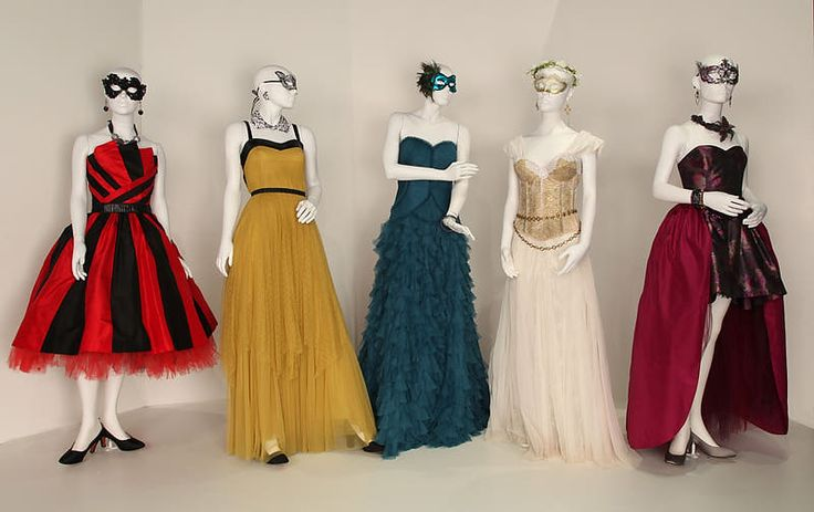 Halloween outfits( from left to right) Aria Montgomery,Spencer Hastings, Emily Fields,Hanna Marin,&