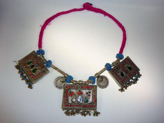 Kuchi-Tribal-Halskette mit alten Schmuckelementen von neemaheTribal
