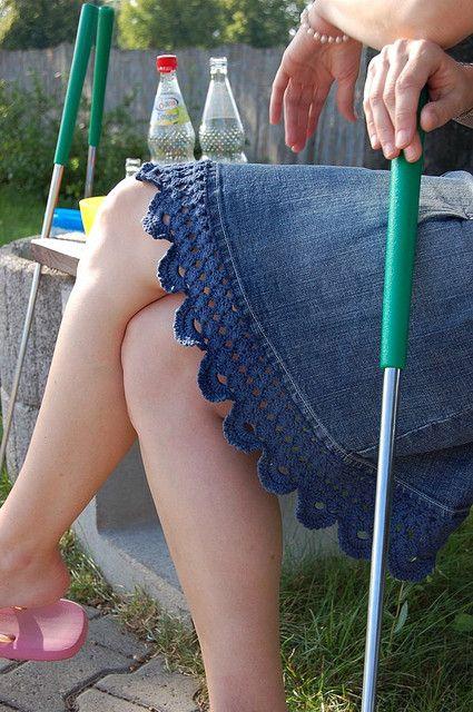 Crochet with Denim Skirt - Amei esta ideia.
