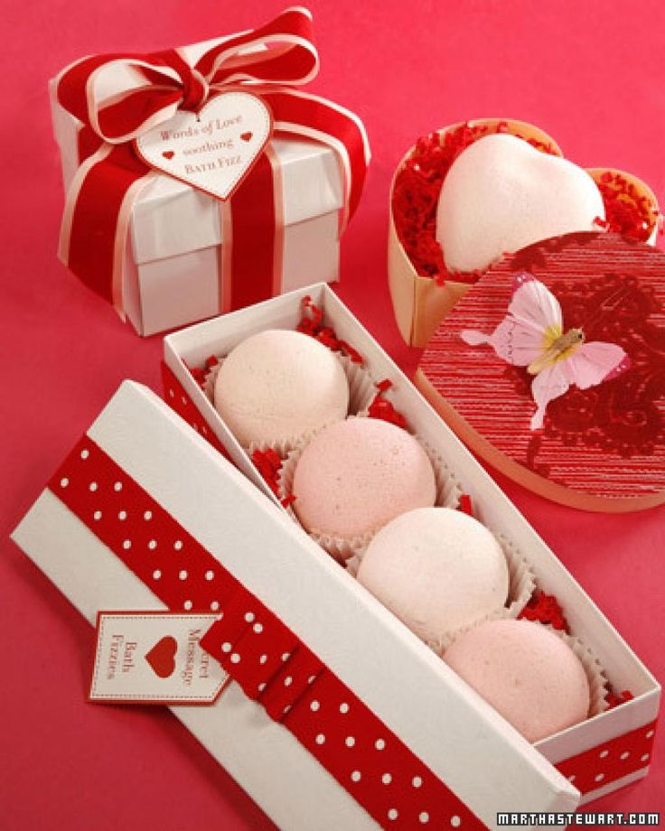 Une recette de bombes pour le bain efficace et super facile à faire! Ça vous dit? Vous pourrez les faire pour vous, ou les offrir en cadeau dans un joli pot décoré! Un joli cadeau à faire pour la Saint-Valentin! N'est-ce pas? Un emballage réussi n'a