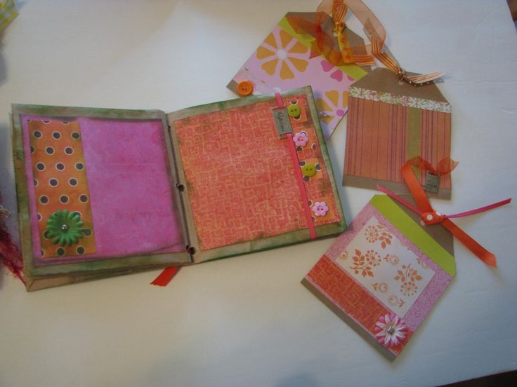 Step-by-Step how to make a Paper Bag Scrapbook or Envelope Scrapbook.  Includes instructions for how to do craft with a large group