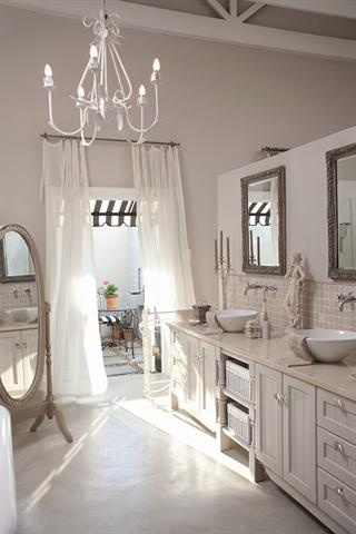 Bathroom to die for/Weelderige badkamer