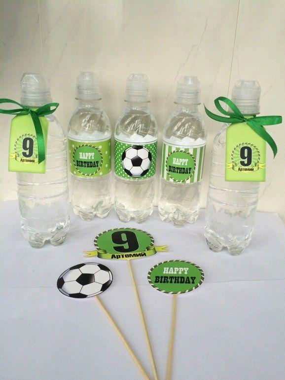 Предлагаю для взрослых мальчиков организовать и оформить день рождения в футбольном стиле. Можно поиграть в футбол, сделать тематический кенди бар и Пиньяту.Праздничный футбольный декор