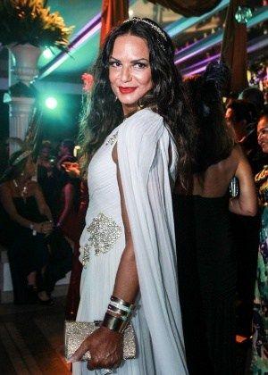 Velho Chico - Luiza Brunet entra como prostituta amiga de Afrânio #Atriz, #Beleza, #Bordel, #Casamento, #ChristianeTorloni, #ExModelo, #Filha, #Globo, #LuizaBrunet, #M, #MarceloSerrado, #Modelo, #Musa, #Novela, #Novo, #QUem, #Sucesso, #ViverAVida http://popzone.tv/2016/05/velho-chico-luiza-brunet-entra-como-prostituta-amiga-de-afranio.html