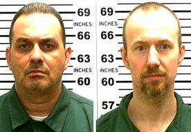 28-Jun-2015 22:55 - TWEEDE ONTSNAPTE AMERIKAANSE MOORDENAAR AANGEHOUDEN. Een van de Amerikaanse moordenaars die begin juni spectaculair ontsnapten uit een gevangenis in de staat New York, is neergeschoten bij de grens met Canada. David Sweat is gewond afgevoerd naar een ziekenhuis. De 34-jarige Sweat ontsnapte drie weken geleden uit de zwaarbewaakte Clinton gevangenis in de staat New York, samen met een andere veroordeelde moordenaar, Richard Matt. De twee wisten uit te breken door een...