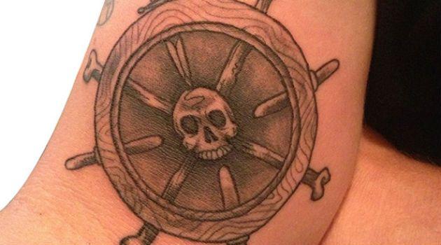 Tatuagem de leme (timão): o que significa?
