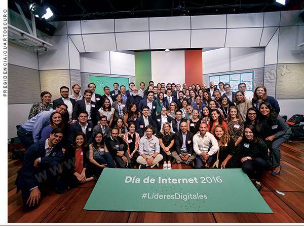 La Asociación Mexicana de Internet (Amipci) presentó su estudio anual sobre los hábitos de los internautas en México. El tiempo de conexión promedio al día es de 7 horas con 14 minutos: se incrementó un 17 por ciento con respecto del año anterior. Nos mostró también, entre otros datos, que los teléfonos inteligentes ya desbancaron a las computadoras de escritorio o laptops como principal medio para consultar internet, con un 77 por ciento, laptops 69 por ciento, computadoras de escritorio 50…
