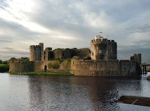Caerphilly Castle Moat Favorite Castles England And Wales
