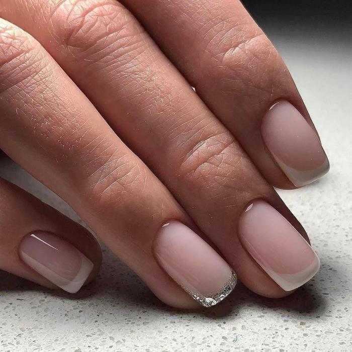 Французский маникюр на короткие ногти черным лаком