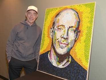 DETROIT, MI -- After Detroit native JK Simmons won an Oscar on Sunday for Best Supporting Actor, he received a sweet reward from M&M's.