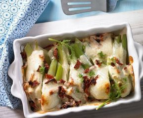Mediterraner Fenchel Rezept: Mit Parmesan überbackener Fenchel als vegetarisches Gericht oder Beilage zu Fisch und Fleisch - Eins von 7.000 leckeren, gelingsicheren Rezepten von Dr. Oetker!