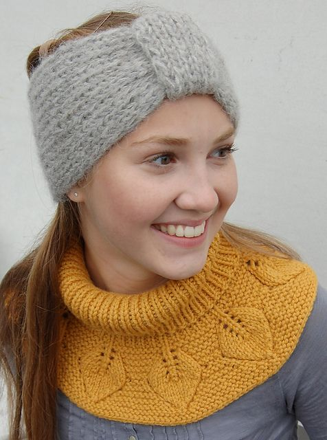Ravelry: Bladhals / Leafy Collar pattern by Strikkelisa